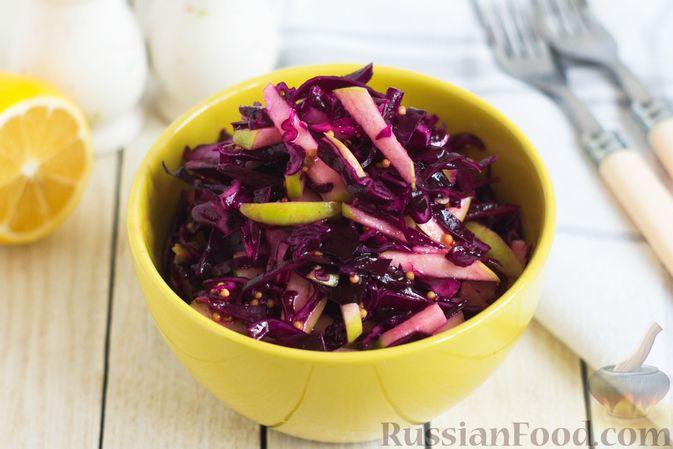 Фото к рецепту: Салат из краснокочанной капусты с яблоком, имбирём и медово-горчичной заправкой