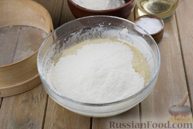 Фото приготовления рецепта: Дрожжевые булочки на простокваше, с тмином - шаг №5