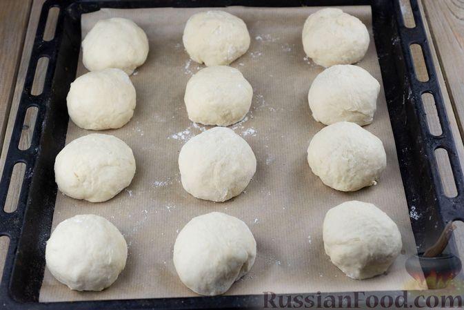 Фото приготовления рецепта: Дрожжевые булочки на простокваше, с тмином - шаг №7