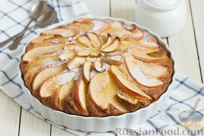 Фото к рецепту: Тыквенный пирог с айвой, яблоком и пряностями