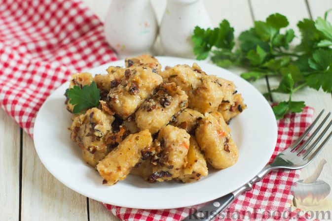 Фото к рецепту: Ньокки из картофеля, сельдерея и моркови, с грецкими орехами