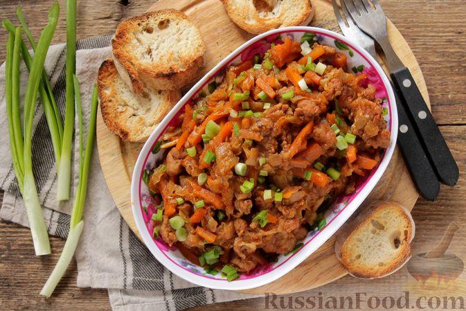 Фото к рецепту: Капуста, тушенная с мясным фаршем и яблоками