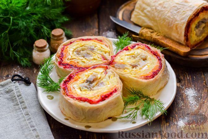 Фото к рецепту: Рулет из лаваша с сельдью, свёклой, морковью и картофелем