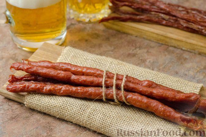 Фото к рецепту: Закусочные колбаски (джерки) из свиного фарша