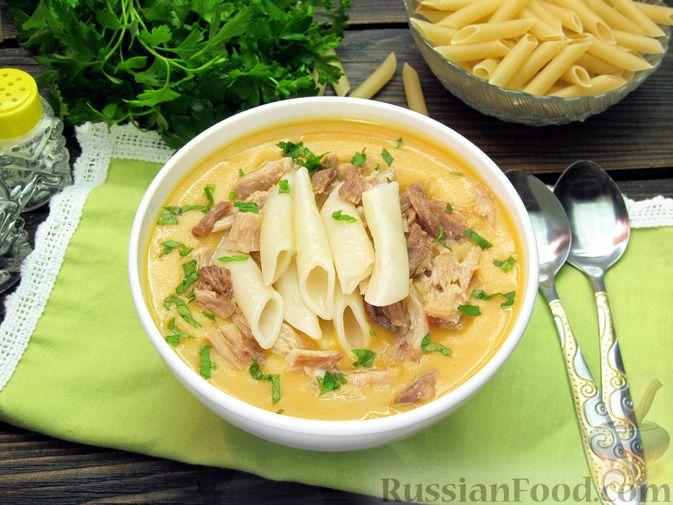 Фото к рецепту: Картофельный крем-суп с курицей и макаронами