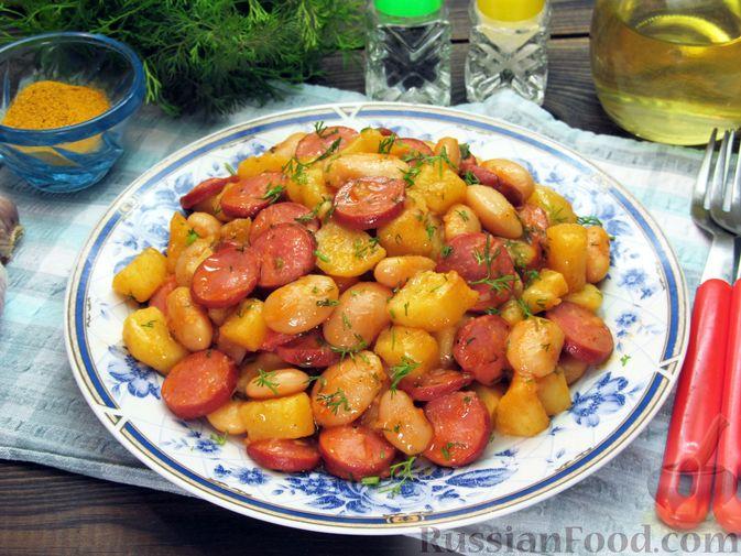 Фото к рецепту: Картофель, тушенный с сосисками и фасолью