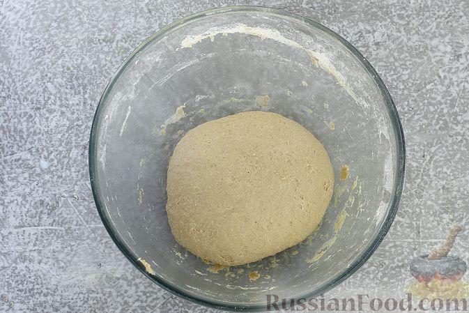 Фото приготовления рецепта: Пшенично-гречневые пирожки с зелёным луком и яйцами (в духовке) - шаг №5