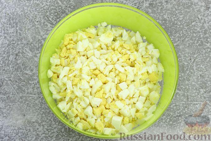 Фото приготовления рецепта: Пшенично-гречневые пирожки с зелёным луком и яйцами (в духовке) - шаг №6