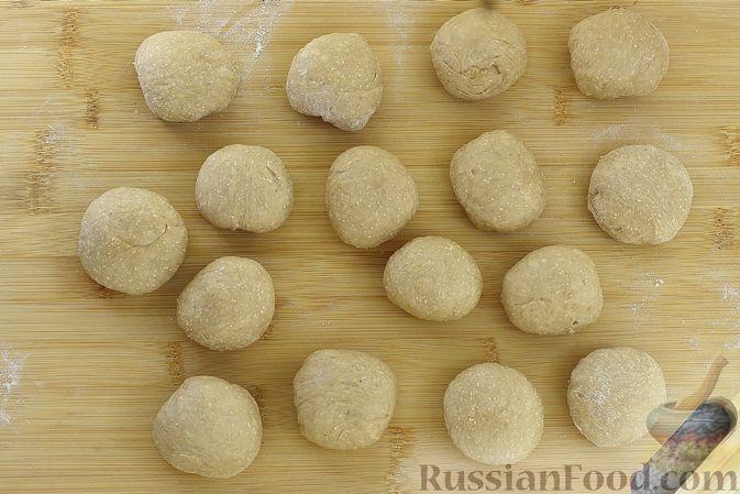 Фото приготовления рецепта: Пшенично-гречневые пирожки с зелёным луком и яйцами (в духовке) - шаг №11