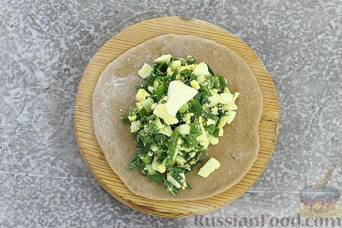 Фото приготовления рецепта: Пшенично-гречневые пирожки с зелёным луком и яйцами (в духовке) - шаг №12