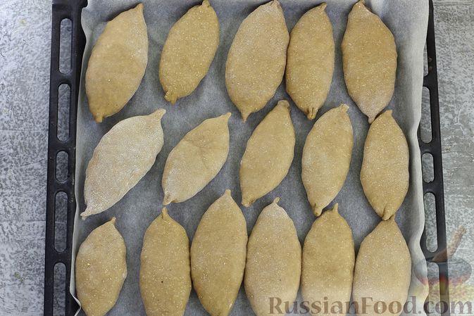 Фото приготовления рецепта: Пшенично-гречневые пирожки с зелёным луком и яйцами (в духовке) - шаг №14
