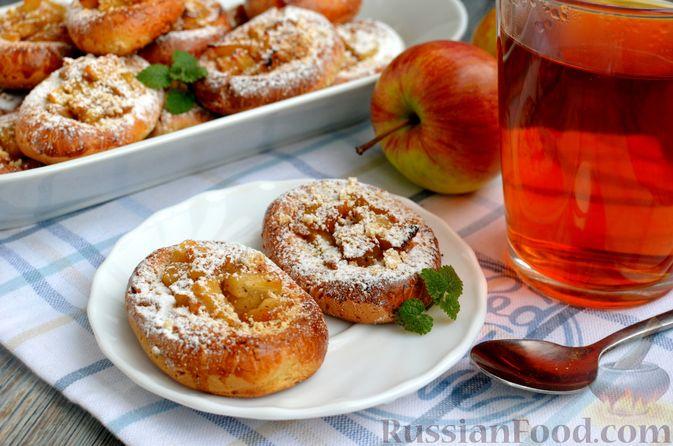 Фото к рецепту: Песочное печенье с яблочной начинкой