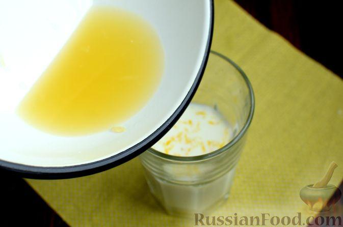 Фото приготовления рецепта: Лимонный кекс с сиропом - шаг №3