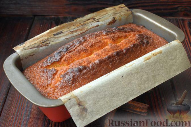 Фото приготовления рецепта: Лимонный кекс с сиропом - шаг №10