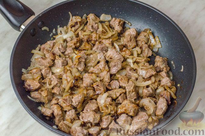 Фото приготовления рецепта: Говядина, тушенная с овощами и фасолью - шаг №5