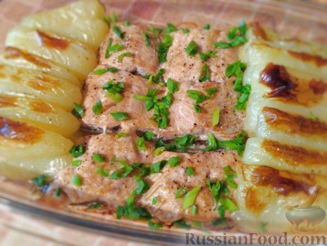 Фото к рецепту: Горбуша, запечённая с болгарским перцем