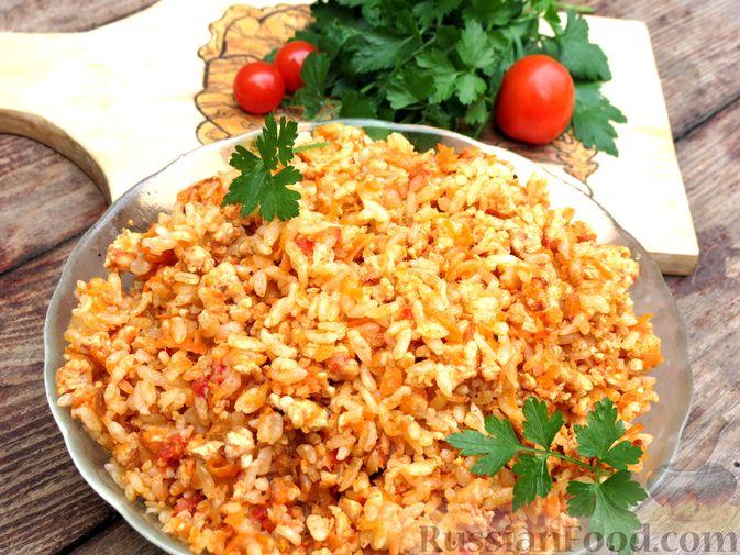 Фото к рецепту: Рис с мясным фаршем и помидорами