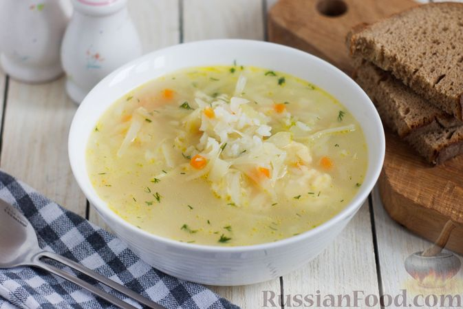 Фото к рецепту: Рисовый суп с капустой и сыром