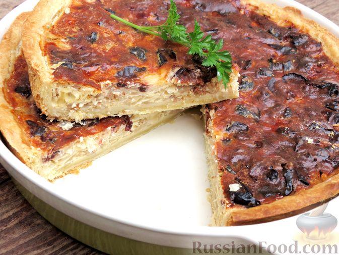Фото к рецепту: Киш с капустой, черносливом и яично-сметанной заливкой с сыром