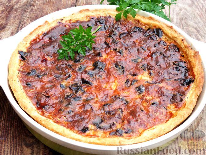 Фото приготовления рецепта: Киш с капустой, черносливом и яично-сметанной заливкой с сыром - шаг №19