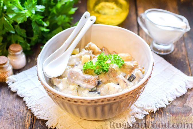 Фото к рецепту: Куриная печень, тушенная с ананасами и сметаной
