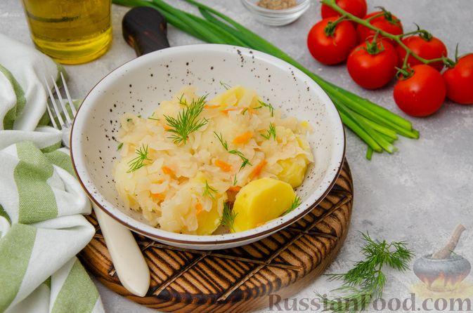 Фото к рецепту: Картошка, тушенная с квашеной капустой