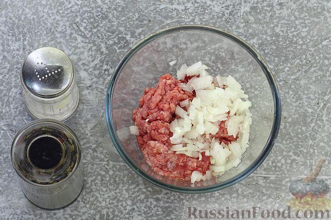 Фото приготовления рецепта: Щи из свежей капусты с обжаренными фрикадельками - шаг №9