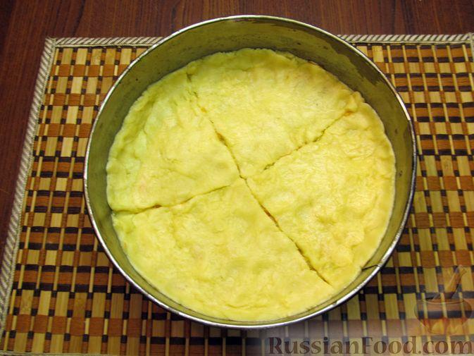Фото приготовления рецепта: Закрытый пирог из песочного теста с капустной начинкой - шаг №23