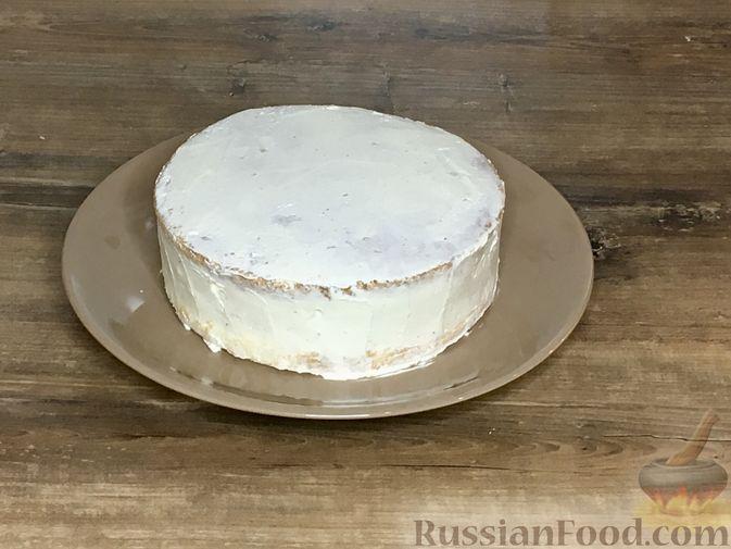 Фото приготовления рецепта: Торт из ангельского бисквита, со взбитыми сливками и ягодами - шаг №15