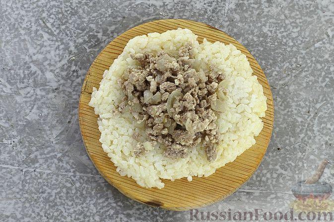 Фото приготовления рецепта: Зразы из риса с мясным фаршем, на сковороде - шаг №10