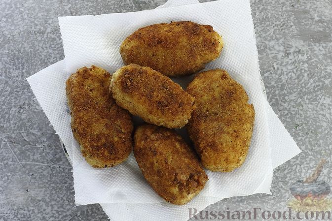 Фото приготовления рецепта: Зразы из риса с мясным фаршем, на сковороде - шаг №16