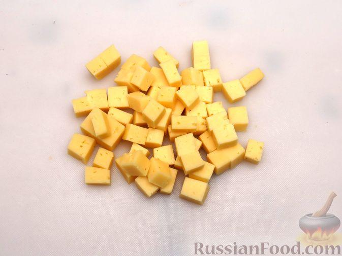 Фото приготовления рецепта: Запеканка из краснокочанной капусты с зелёным горошком и сыром - шаг №4