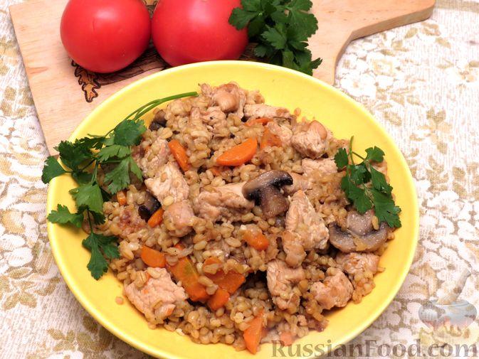 Фото к рецепту: Булгур с индейкой, овощами и грибами
