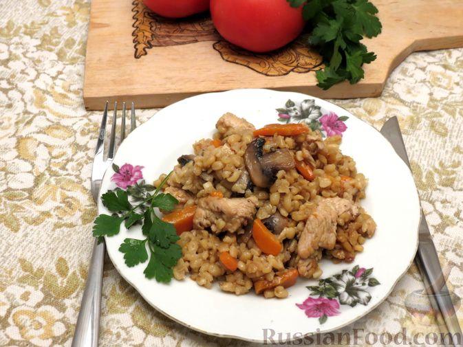 Фото приготовления рецепта: Булгур с индейкой, овощами и грибами - шаг №8