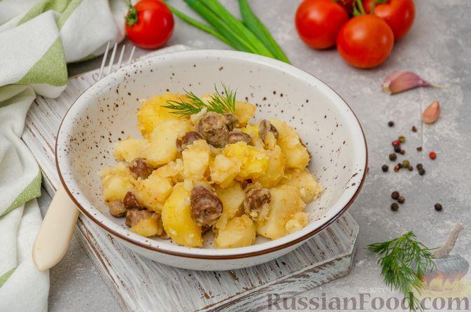 Фото к рецепту: Картошка, тушенная с куриными сердечками