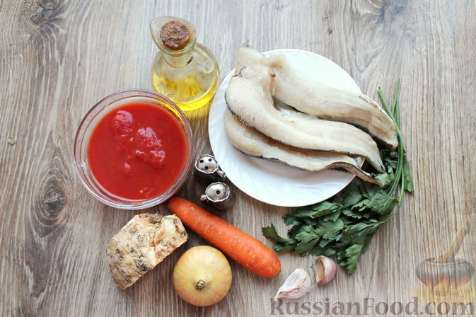 Фото приготовления рецепта: Рыбный суп с консервированными томатами - шаг №1