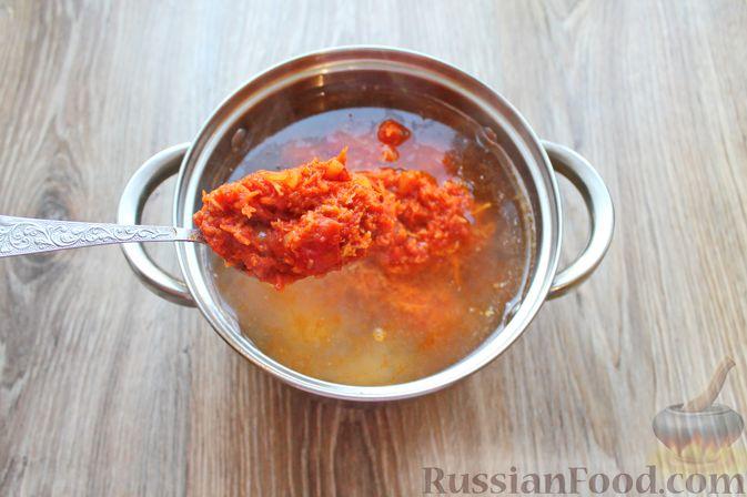 Фото приготовления рецепта: Рыбный суп с консервированными томатами - шаг №9