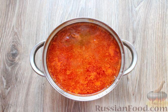 Фото приготовления рецепта: Рыбный суп с консервированными томатами - шаг №10