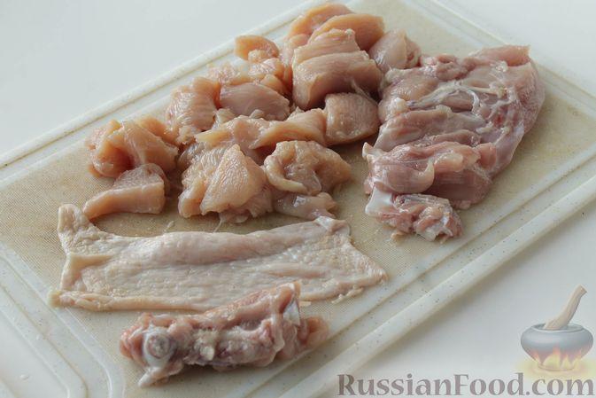 Фото приготовления рецепта: Куриные котлеты с имбирём, чесноком и кинзой (без яиц) - шаг №5