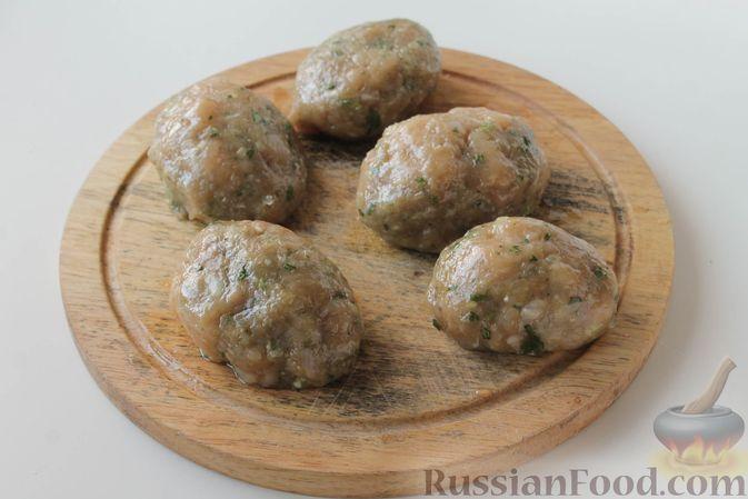 Фото приготовления рецепта: Куриные котлеты с имбирём, чесноком и кинзой (без яиц) - шаг №9
