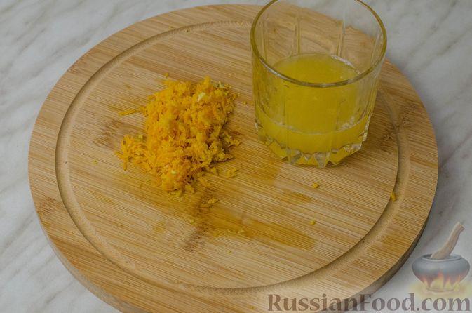 Фото приготовления рецепта: Апельсиновый кекс с клюквой и белковой глазурью - шаг №3