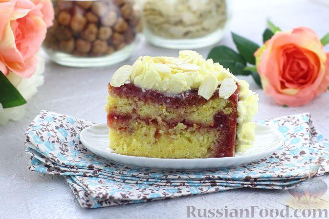 Фото приготовления рецепта: Торт из картофельно-миндального бисквита с вишнёвым конфитюром и белым ганашем - шаг №31
