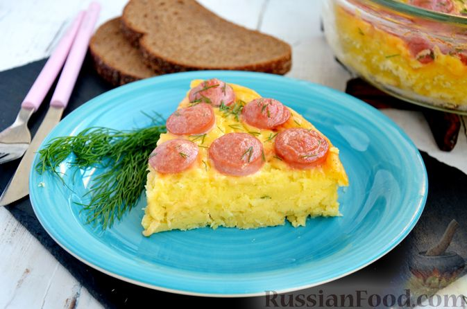 Фото к рецепту: Картофельная запеканка с сосисками и сыром
