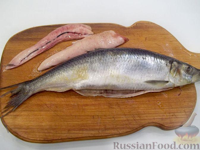 Фото приготовления рецепта: Копчёная рыба на сковороде - шаг №2