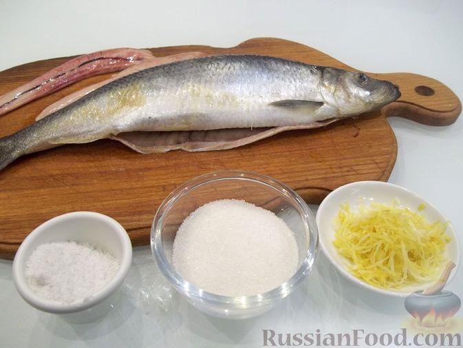 Фото приготовления рецепта: Копчёная рыба на сковороде - шаг №3