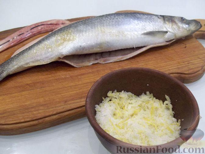 Фото приготовления рецепта: Копчёная рыба на сковороде - шаг №4
