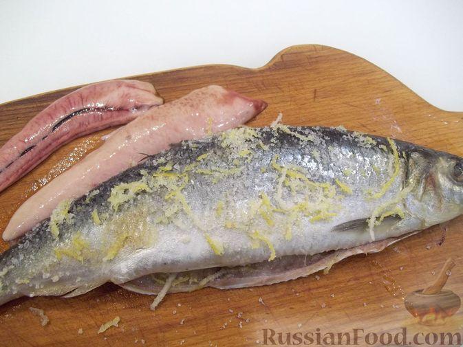 Фото приготовления рецепта: Копчёная рыба на сковороде - шаг №6