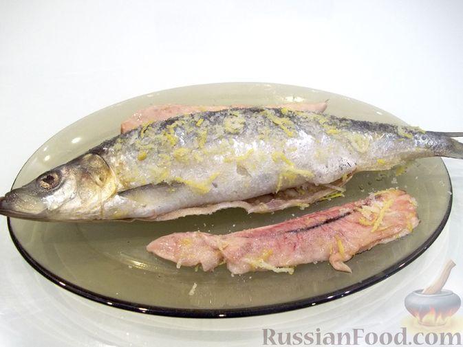 Фото приготовления рецепта: Копчёная рыба на сковороде - шаг №7
