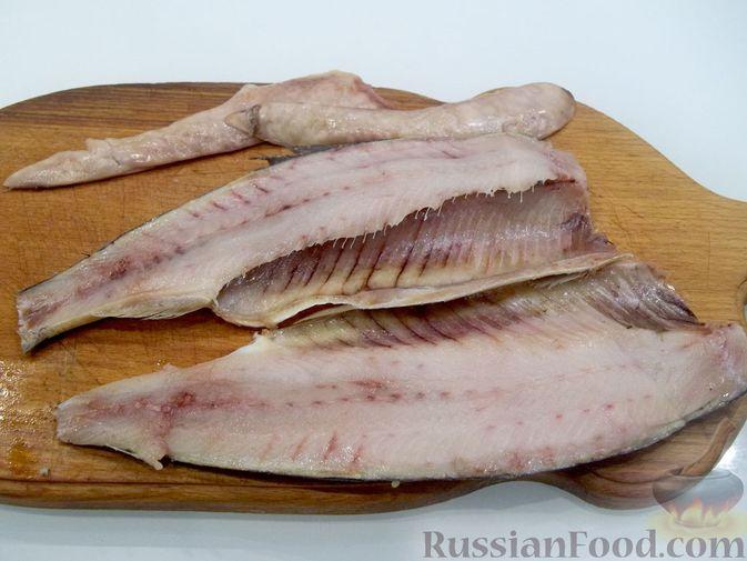 Фото приготовления рецепта: Копчёная рыба на сковороде - шаг №9