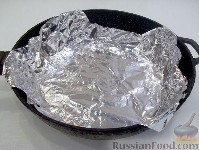 Фото приготовления рецепта: Копчёная рыба на сковороде - шаг №10